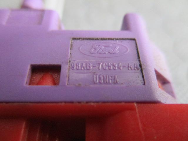 Ford Focus 1.8TD farmari -01 katkaisija vakionopeudensäädin ... 98f916ea5c